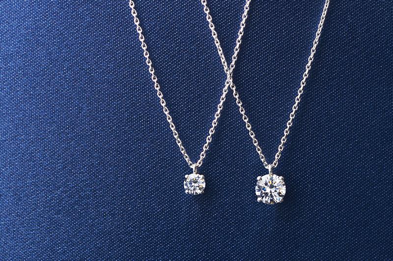 胸元で輝くダイヤモンドネックレスの選び方の画像