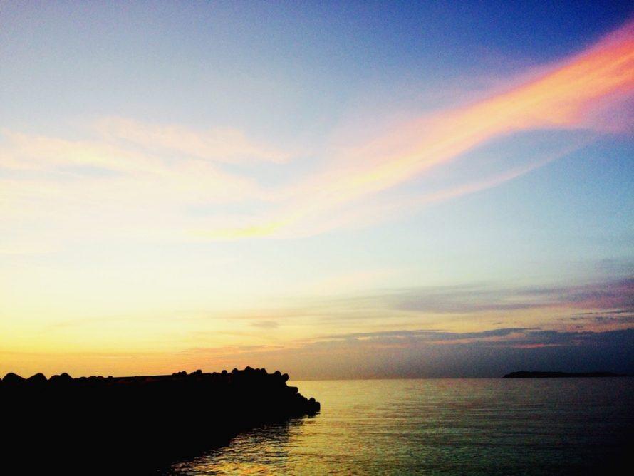 黄昏の海の画像
