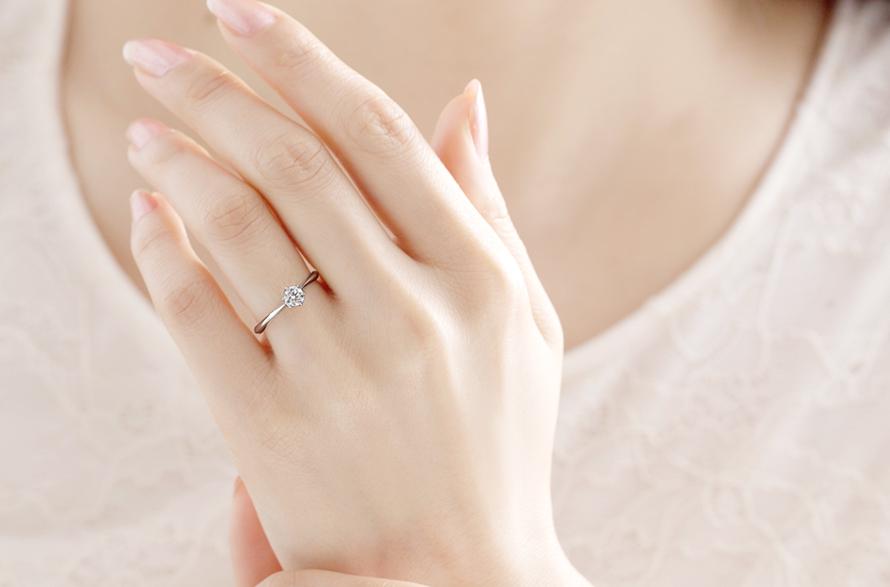 女性の憧れ「ソリティアタイプ」婚約指輪の画像