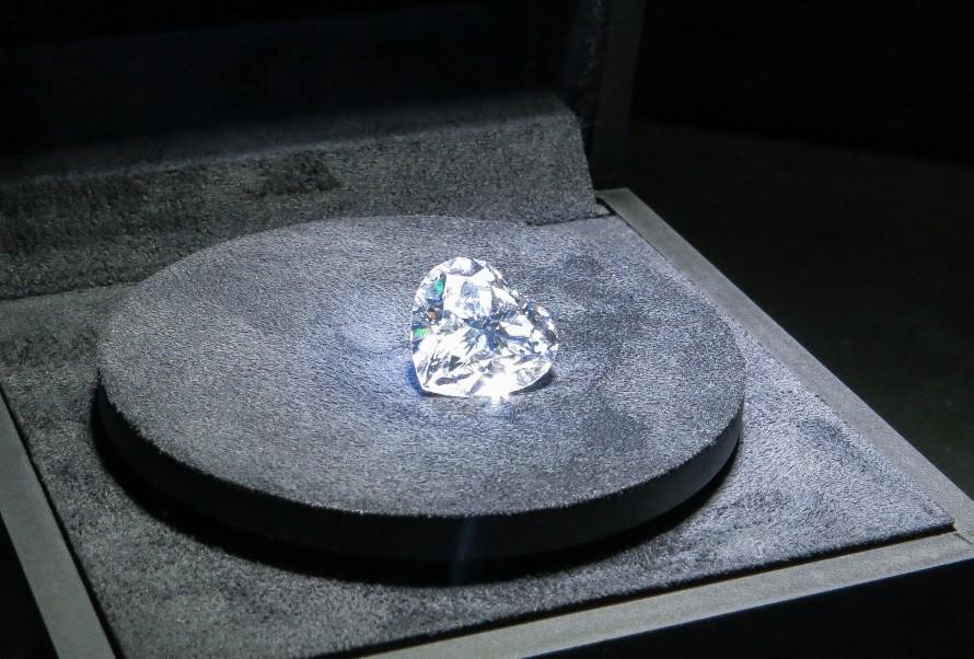 ファンシーカットダイヤモンドの婚約指輪の画像