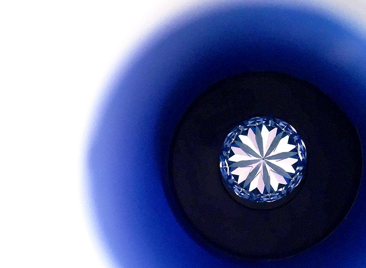 彼女のハートを射止めるダイヤモンドの画像